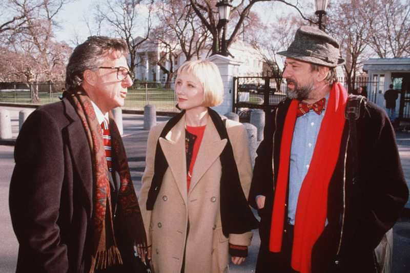 wag the dog filminden bir görüntü