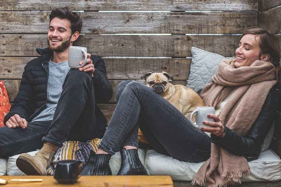 kadın, erkek ve köpek
