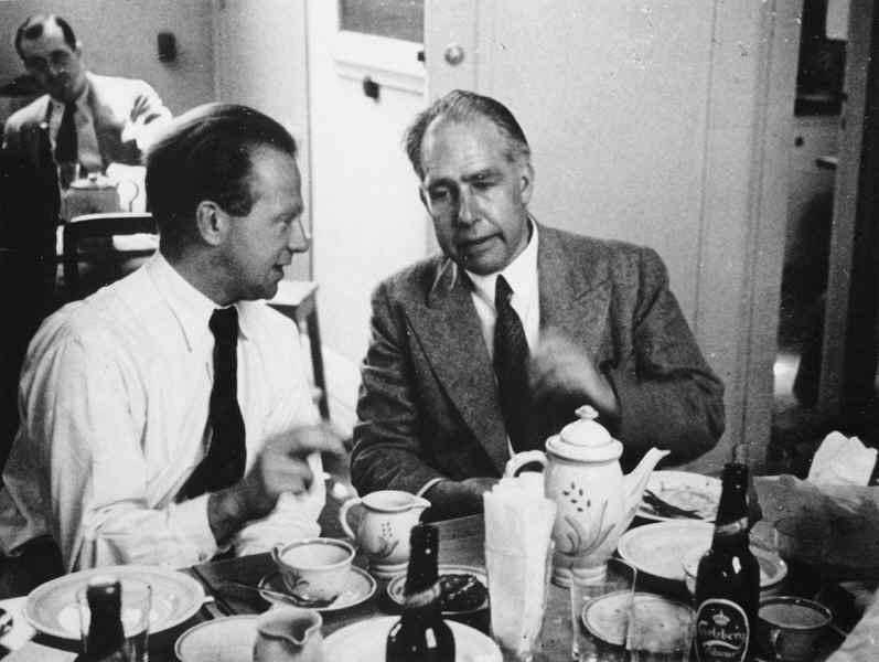 Heisenberg & Bohr