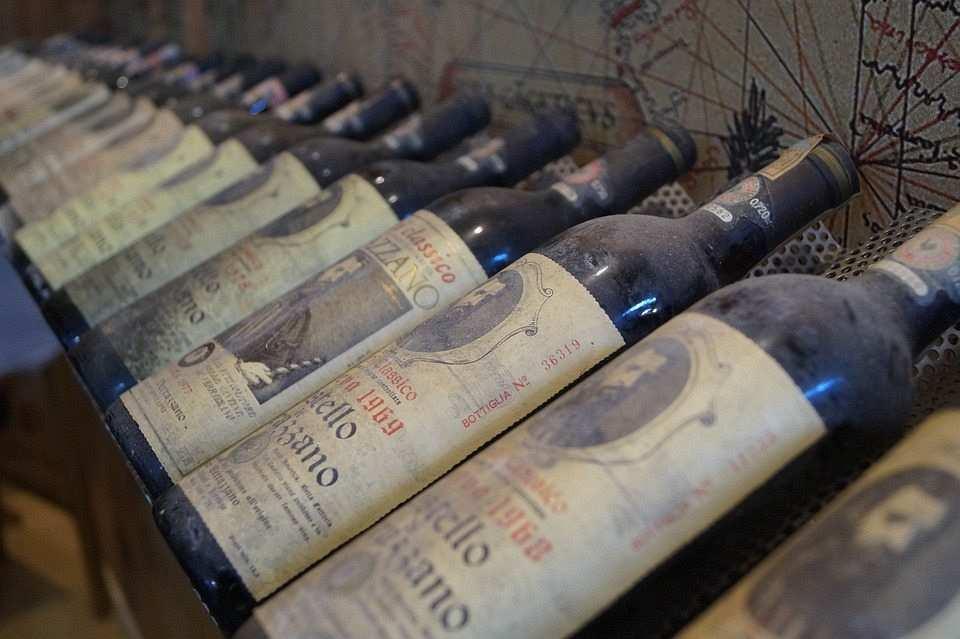 şarap mahzeni, şarap şişeleri