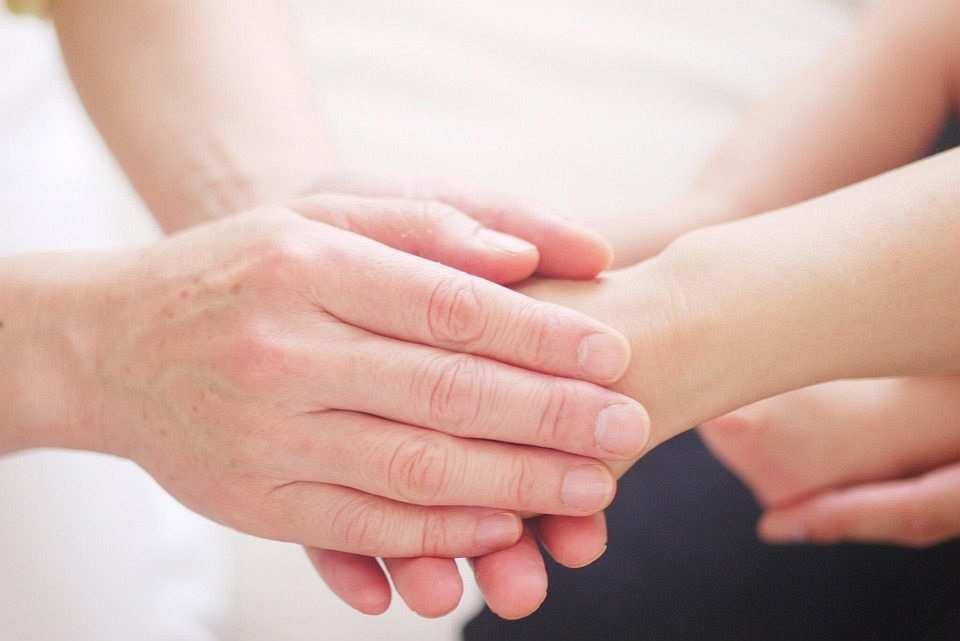 Hand Healing Mom Energy Power Hold