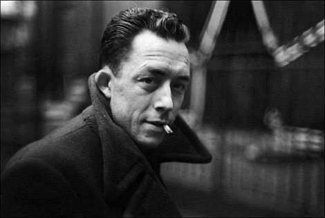 Albert Camus siyah beyaz fotoğraf