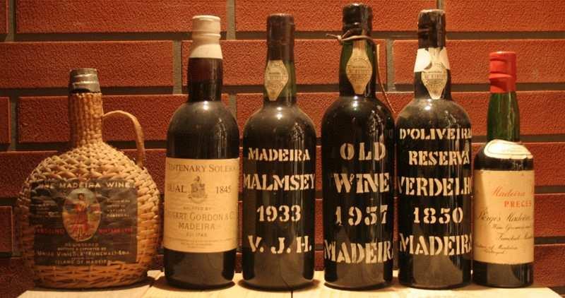 Madeira şarabı şişeleri