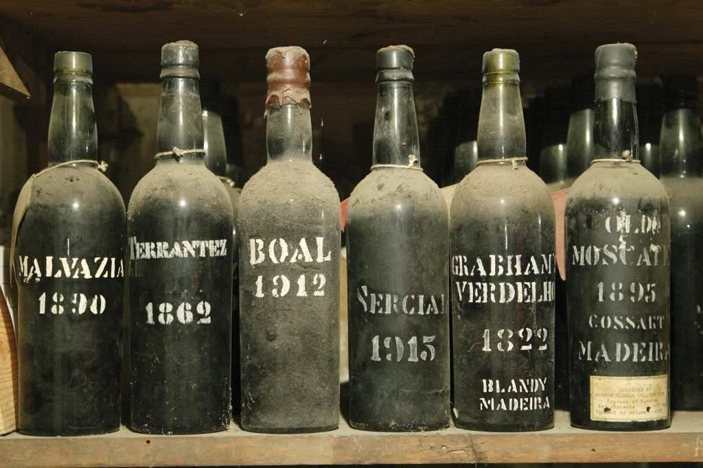 madeira şarabı eski şişeler