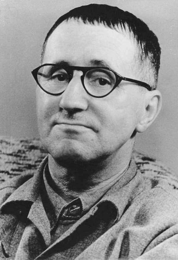 Bertolt Brecht siyah beyaz fotoğraf
