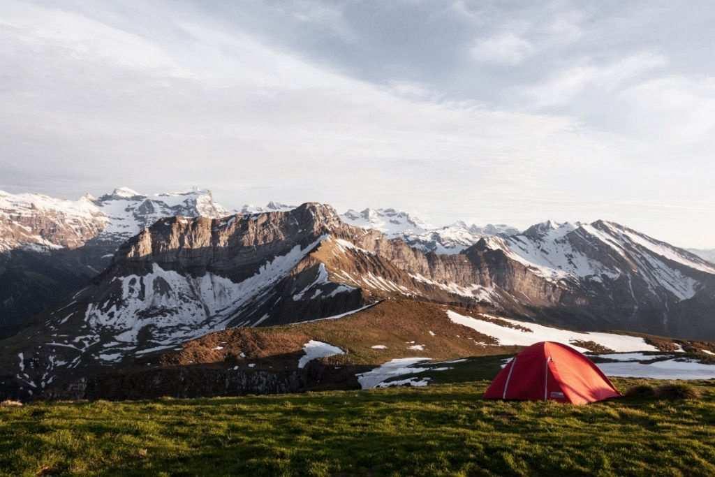 kış kampı dağ eteği