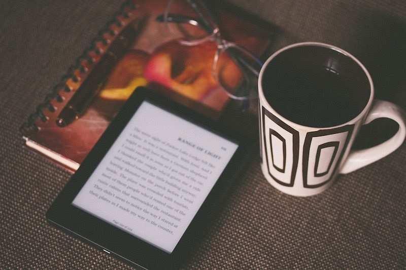 kitap okumayı kolaylaştıran 10 öneri gözlük kupa kitap kindle