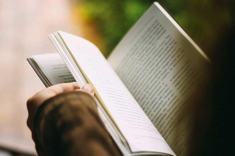 kitap okumak sayfaları çevirmek