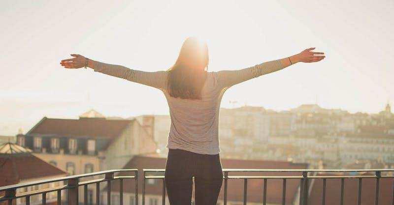 ikigai mutluluk gün doğumu balkon kadın