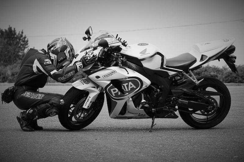 motosiklet ve sürücü