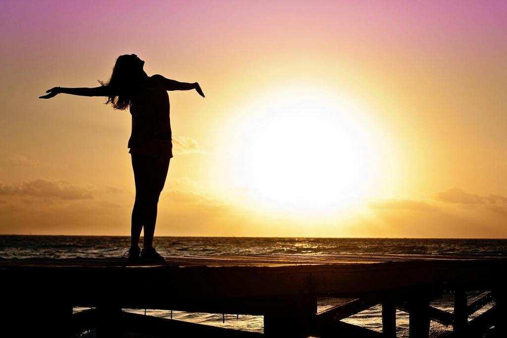 endişe ile başa çıkmak günbatımı mutluluk kadın