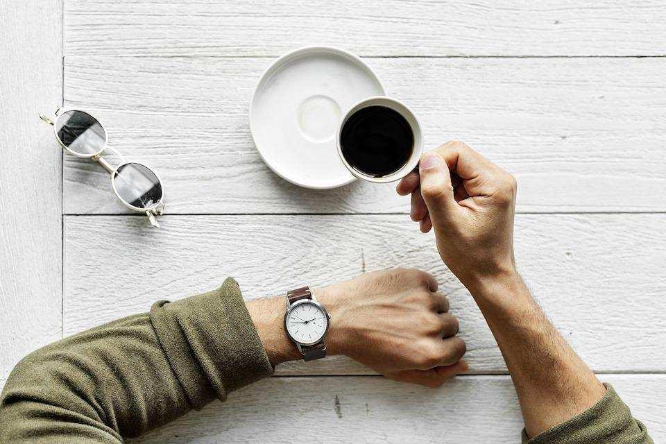 yaratıcılığı geliştirmek çay saat gözlük