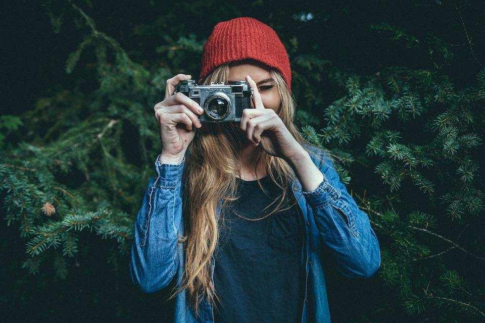 fotoğraf çeken kız
