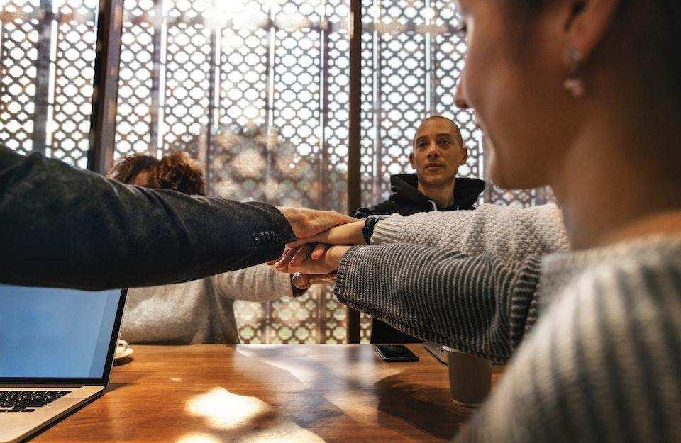 başarılı bir topluluk nasıl organize edilir ekip çalışması toplantı