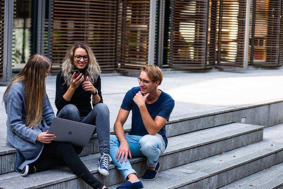 başarılı bir topluluk nasıl organize edilir insanlar gülmek