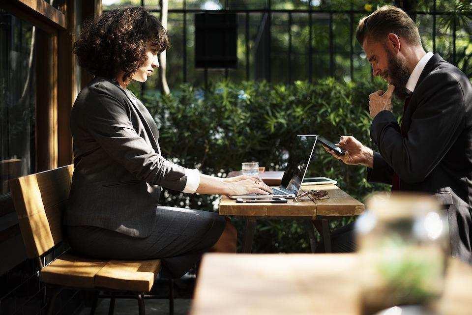 iş görüşmesi nasıl yapılır kadın erkek iş açık hava