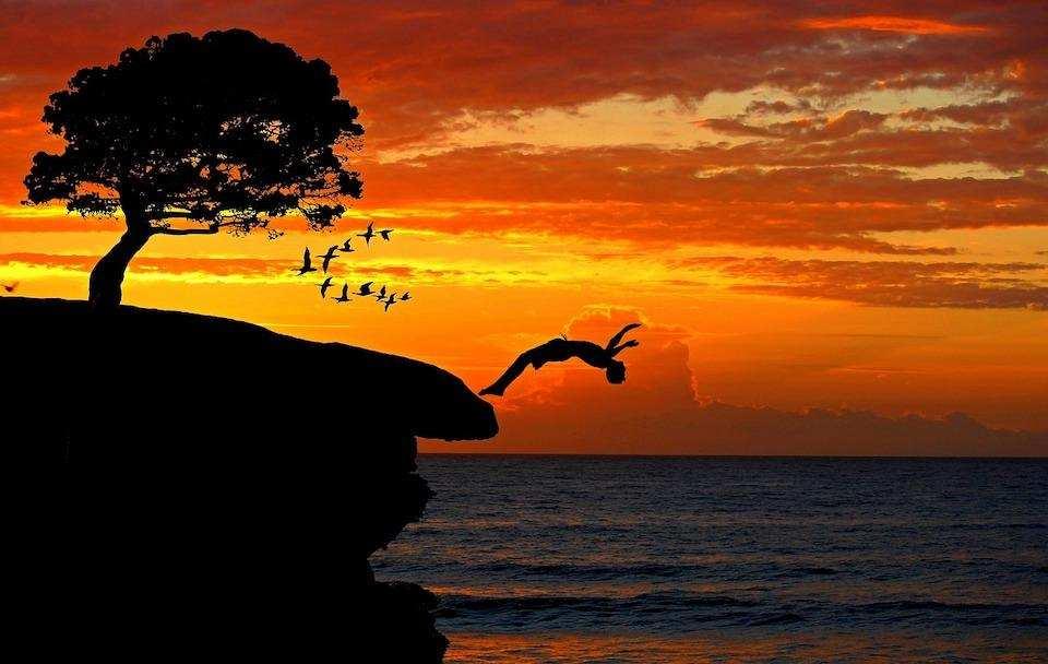 günbatımı denize atlamak