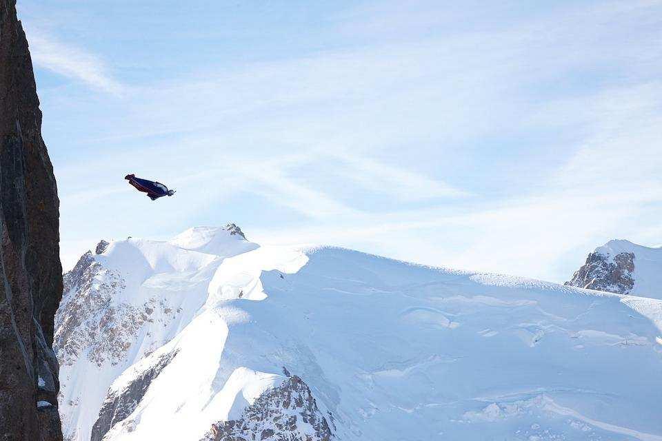 extreme sporlar base jumping wingsuit