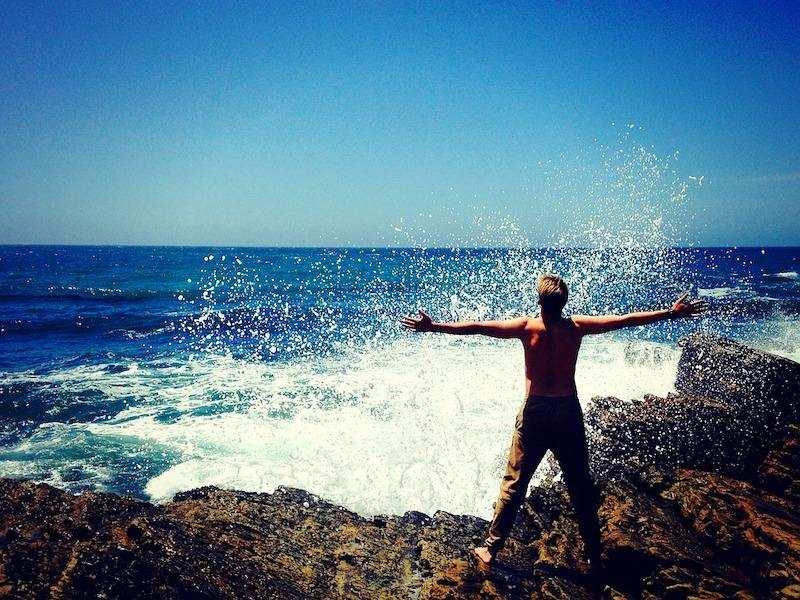pozitif değişim dalgalar deniz kıyısı erkek özgürlük
