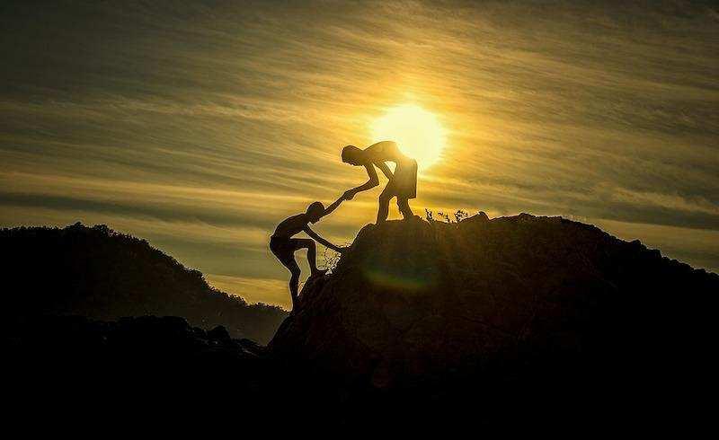 arkadaş tırmanma destek günbatımı
