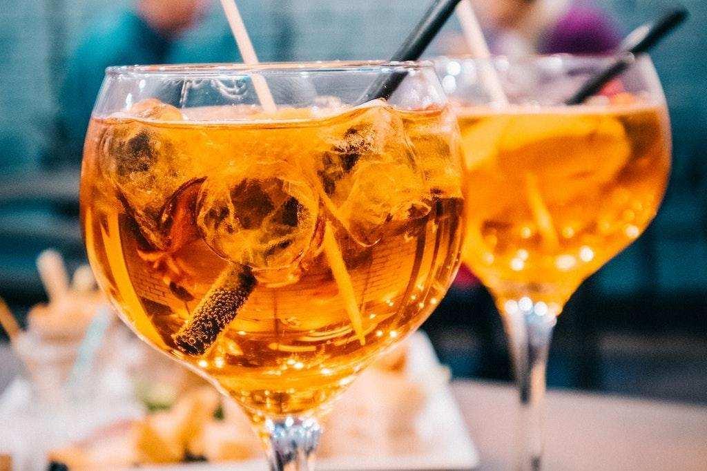 kolay kokteyl tarifleri elma suyu pipet bardak
