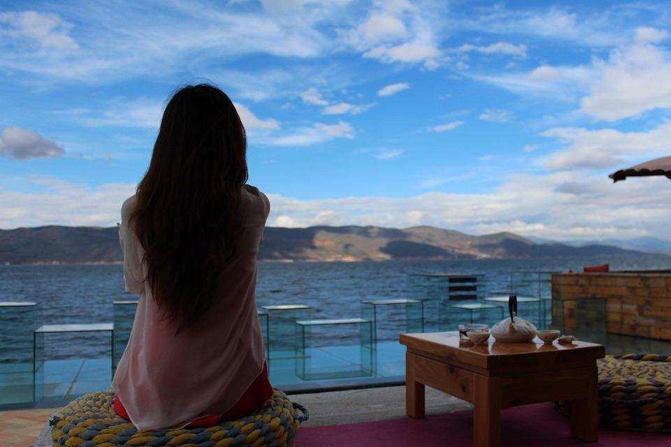 evde meditasyon manzara kadın sakinlik