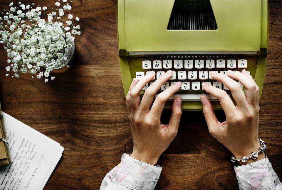 yazma becerisi nasıl geliştirilir yeşil daktilo vintage