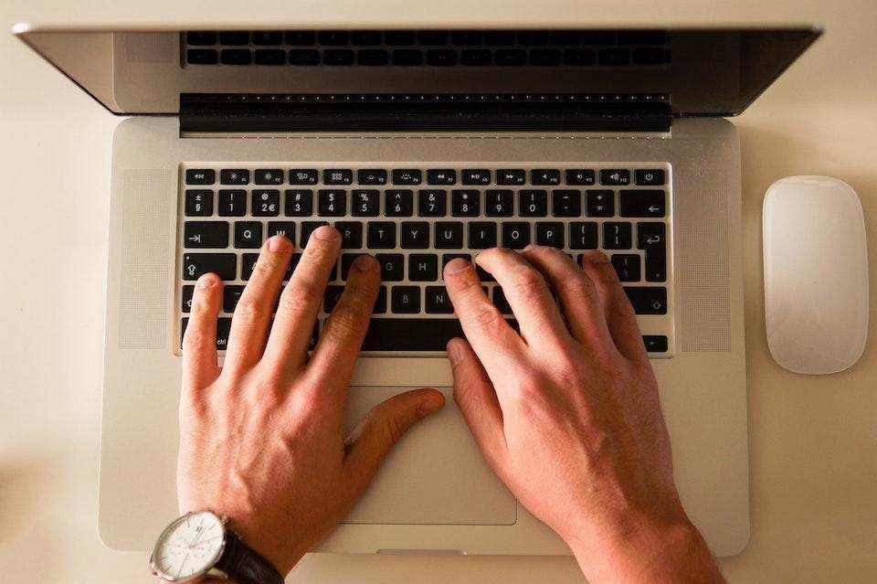 yazma becerisi nasıl geliştirilir laptop yazı yazmak