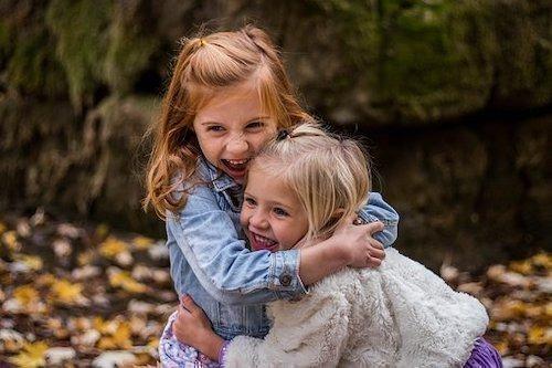 arkadaş kız kardeş