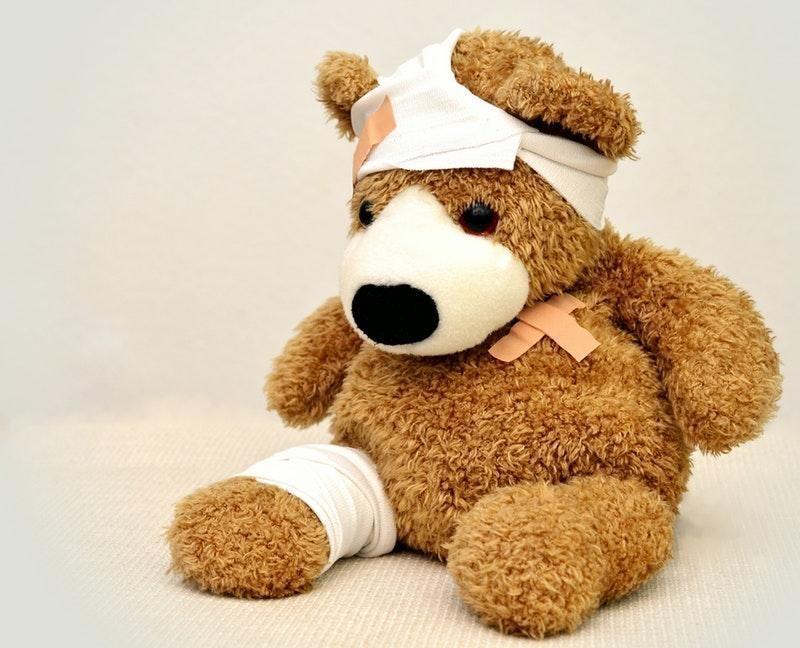 yaralı oyuncak ayı