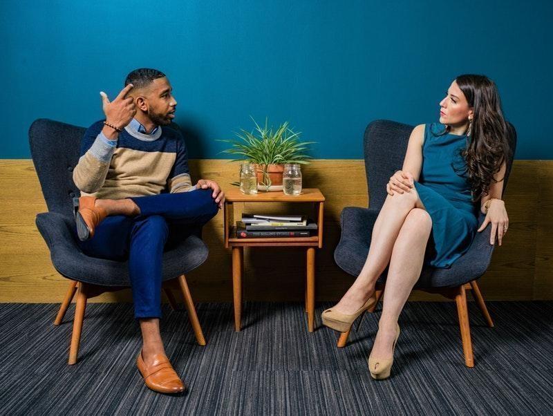 kadın erkek konuşma vücut dili