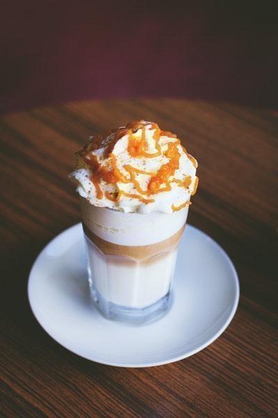 kremalı karamelli kokteyl