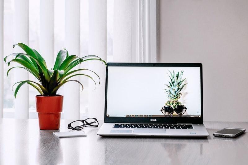 çalışma masası laptop