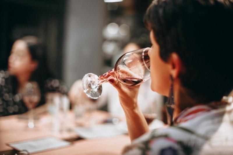 kırmızı şarap yemek sofra