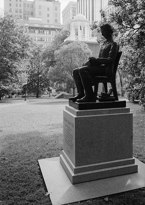 Edgar Allan Poe Heykeli