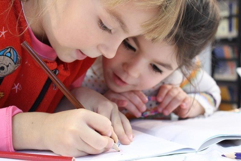 yazma iki kız çocuk okul