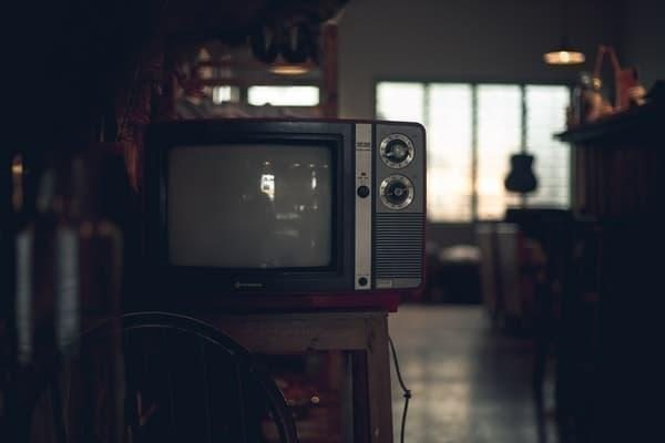 siyah eski televizyon