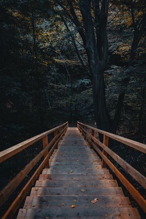 merdiven altından geçmek batıl inançlar