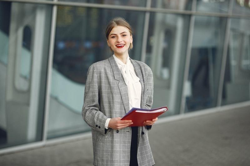 satış pazarlama kadın çalışan