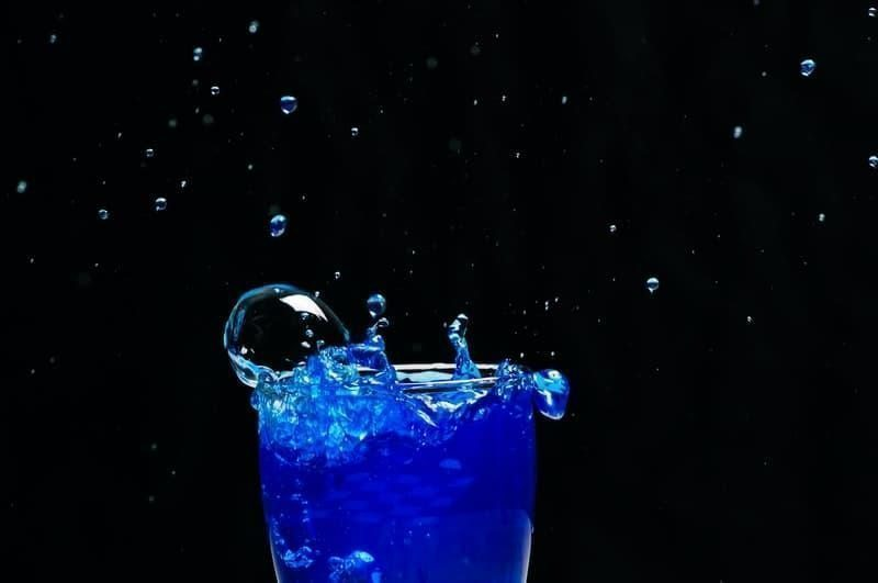 enerji içeceği mavi sıvı