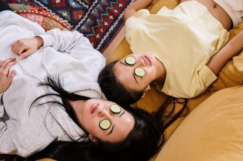 sağlıklı bir cilt kızlar salatalık maskesi