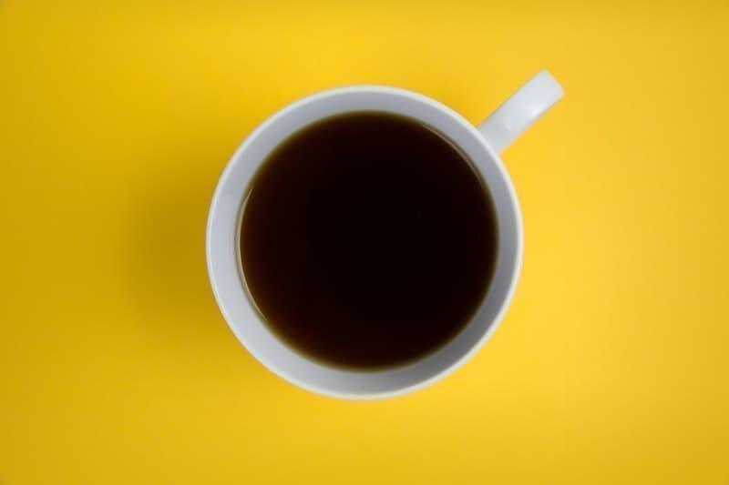 kahve kafein sarı