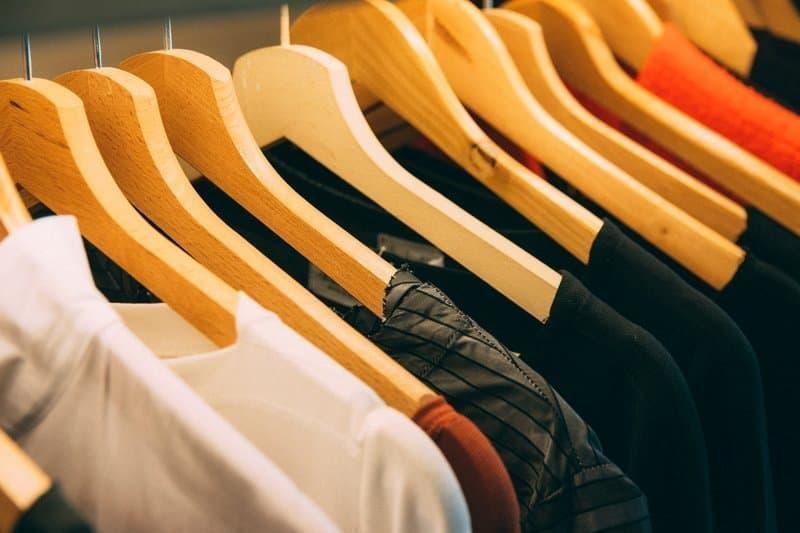 kıyafetler gardırop