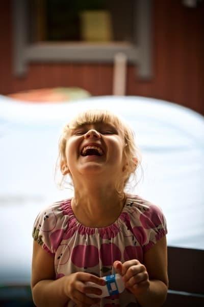 kız çocuk gülmek gülmenin faydaları
