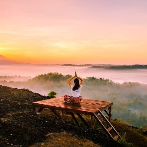 woman meditation lykke