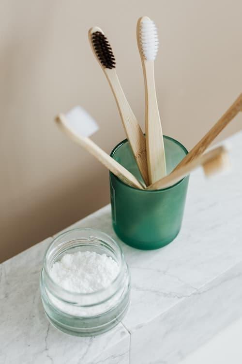doğal diş beyazlatma yöntemleri diş fırçaları karbonat