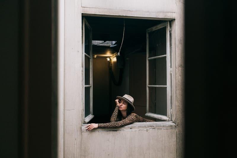 kadın pencere