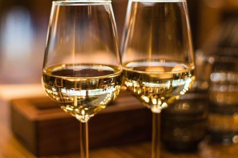 beyaz şarap kadeh