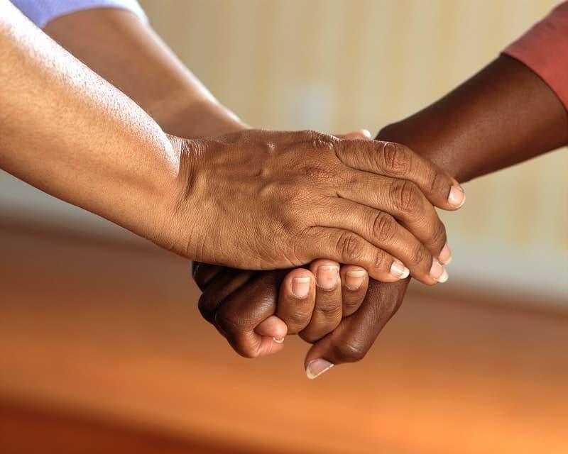 yardım etmek eller