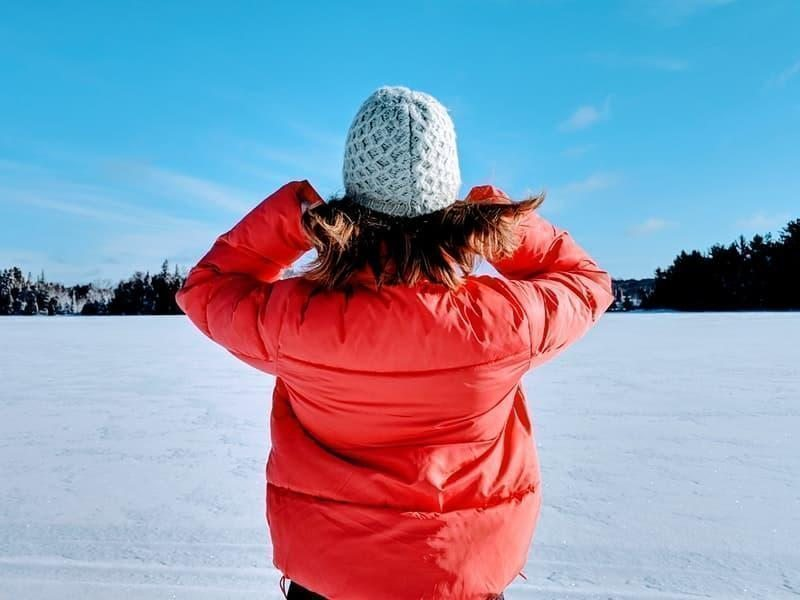 kış kar bere mont kadın